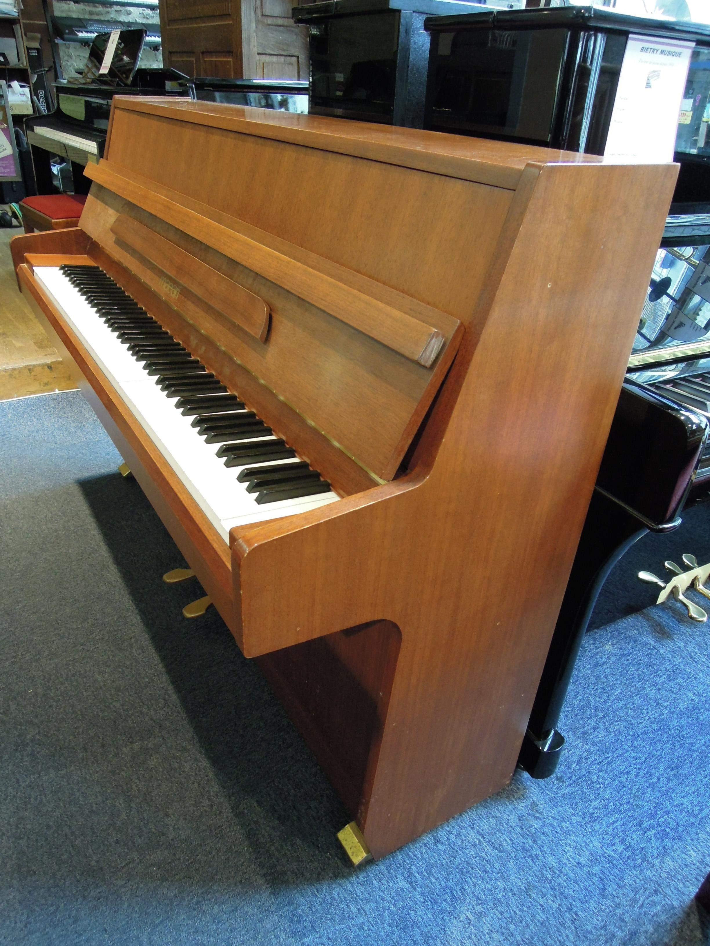 piano droit d 39 occasion maeari u822 bietry musique. Black Bedroom Furniture Sets. Home Design Ideas
